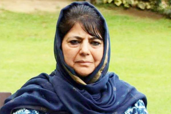 कश्मीर की पूर्व CM महबूबा मुफ्ती ने कहा है कि आर्टिकल 35A और 370 राज्य के लोगों की पहचान है. लड़ाई जारी रहेगी